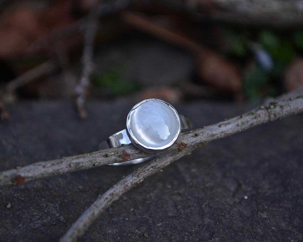 Mother of Pearl Ring // Size 8.25