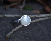 Mother Of Pearl Ring // Size 6.5