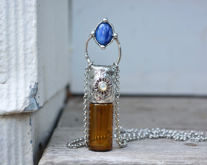 Kyanite Aromatherapy Rollerball Necklace