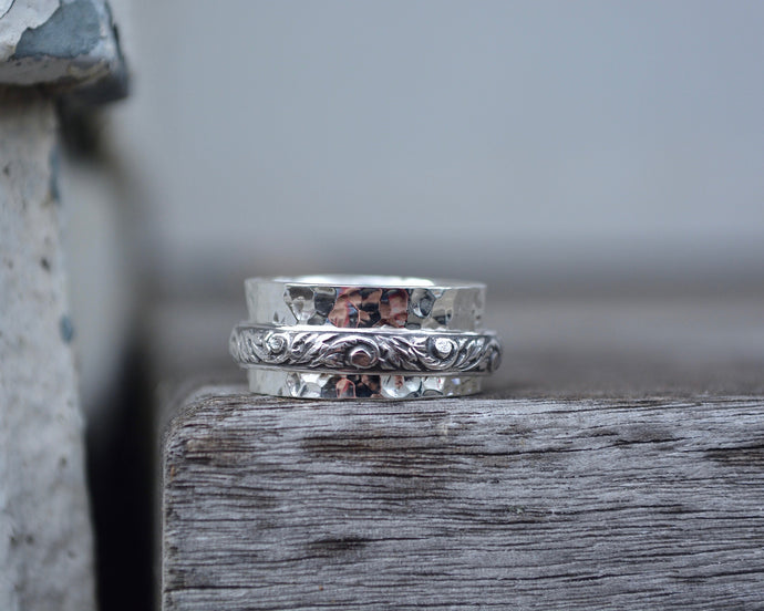 Floral Hammered Spinner Ring