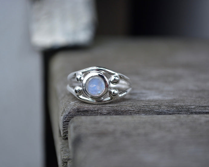 Moonstone Four Point Ring // Size 6.75
