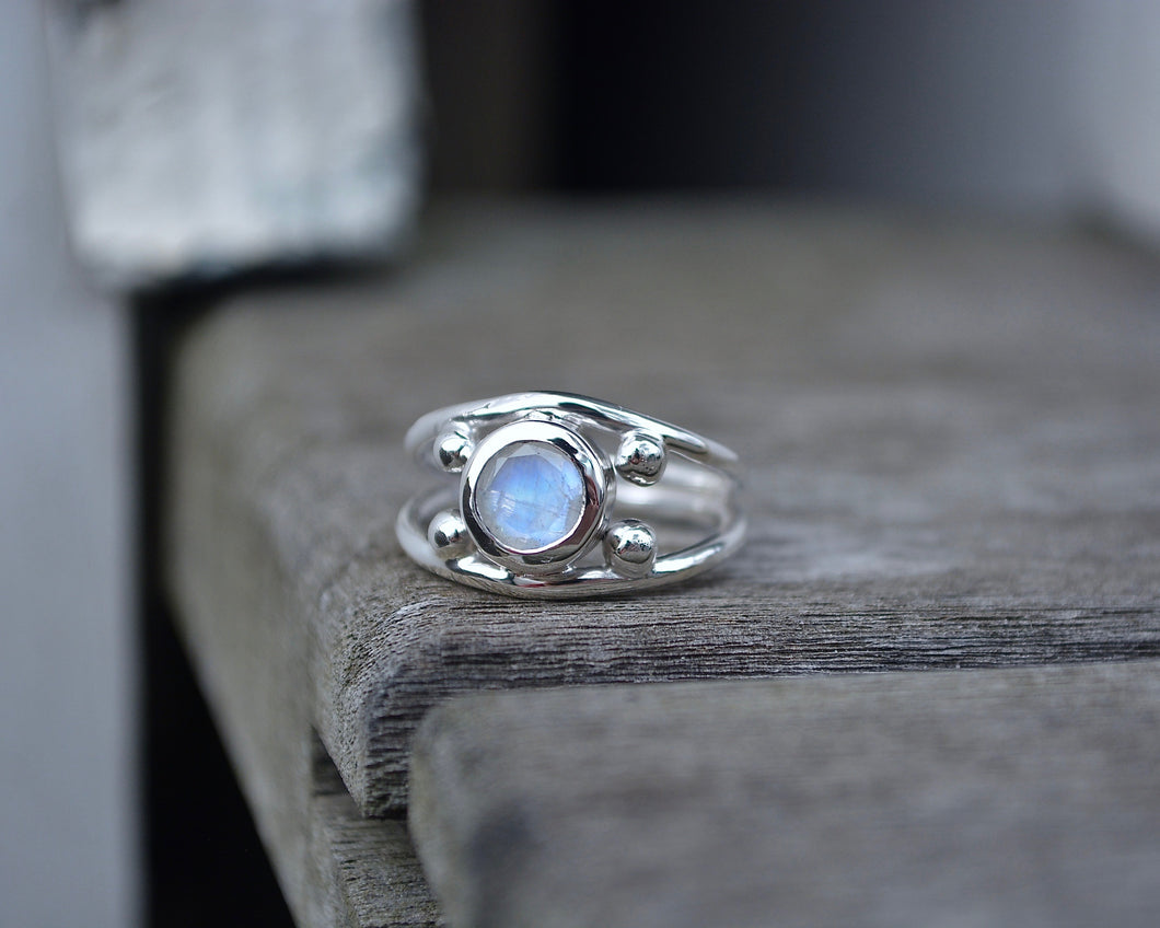 Moonstone Four Point Ring // Size 5.5