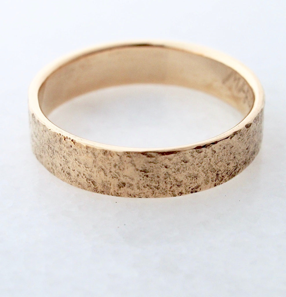 Stone Textured Band / 5mm Gold