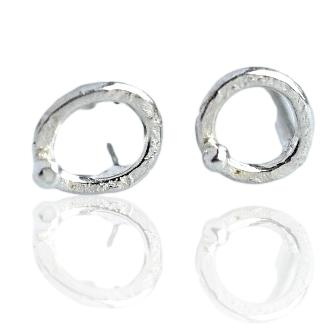 Circle Studs / Silver