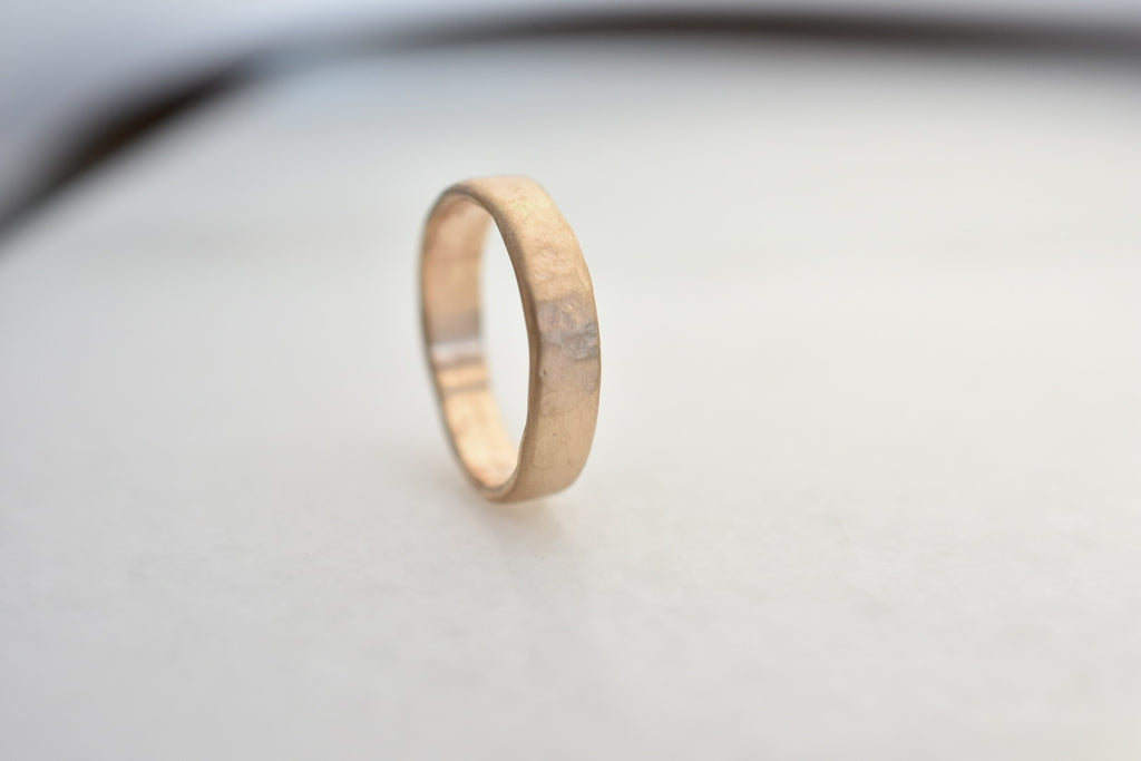 Weathered Band / 4mm Gold
