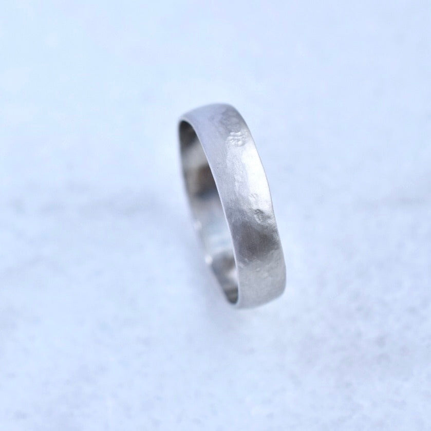 Weathered Band in Platinum