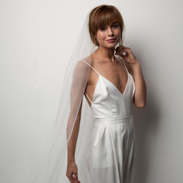 Minimal Veil- Fingertip Length Structured Tulle