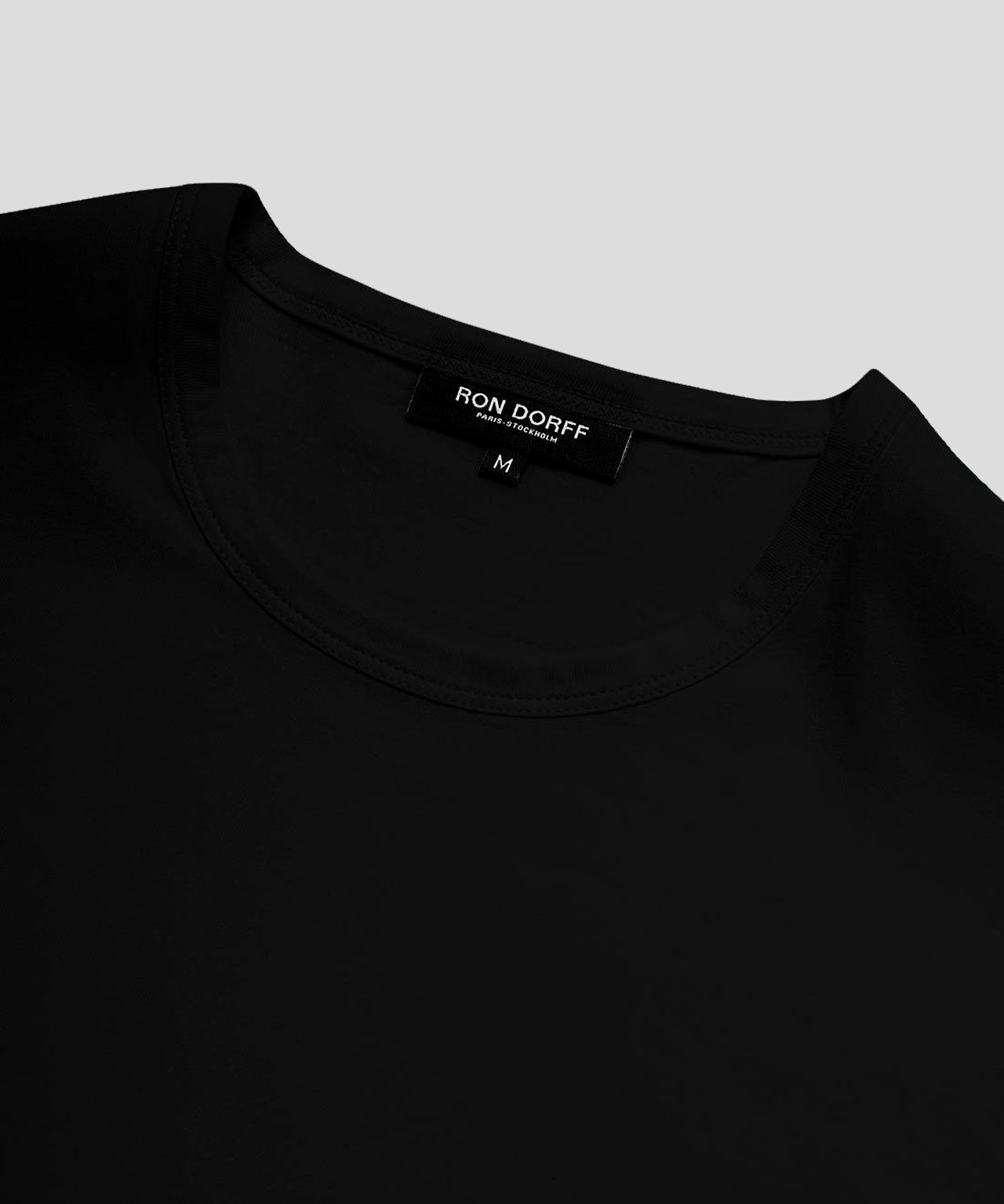 Long-Sleeved T-Shirt - black