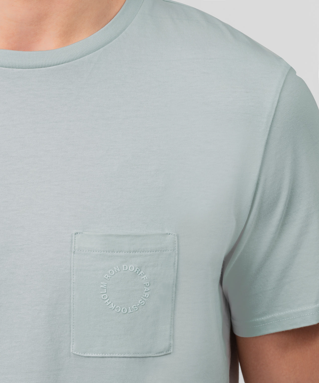 T-Shirt w Chest Pocket - sky grey