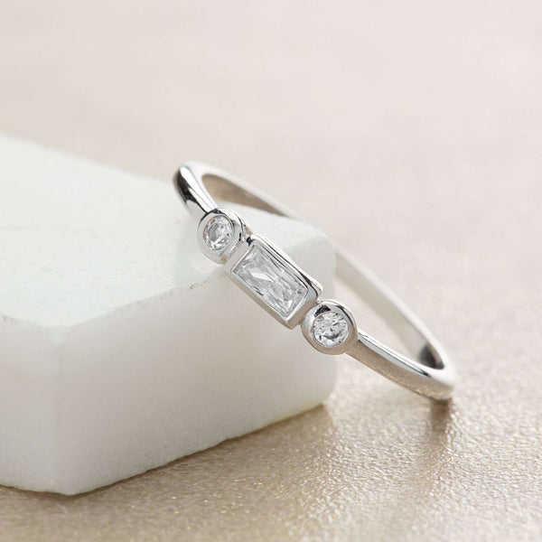 Baguette and bezel ring - Scream Pretty
