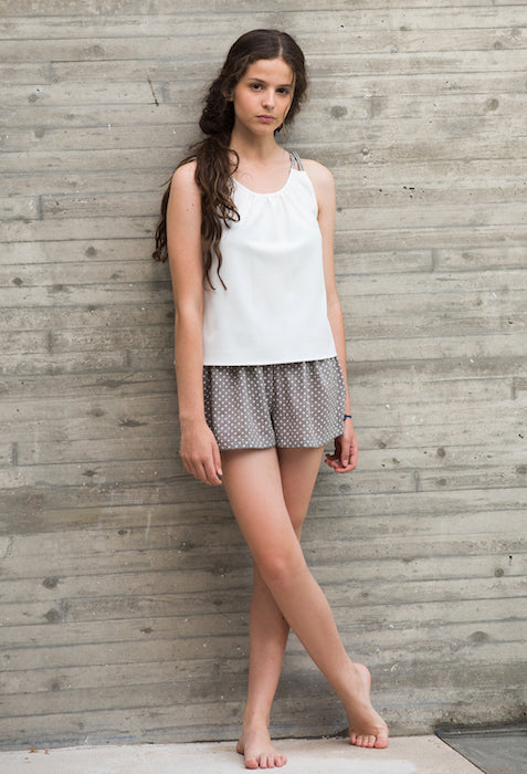 Blusa blanca con detalle tirantes hombro jovencita Oh!Soleil- Teen's White blouse with shoulder details Oh!Soleil.