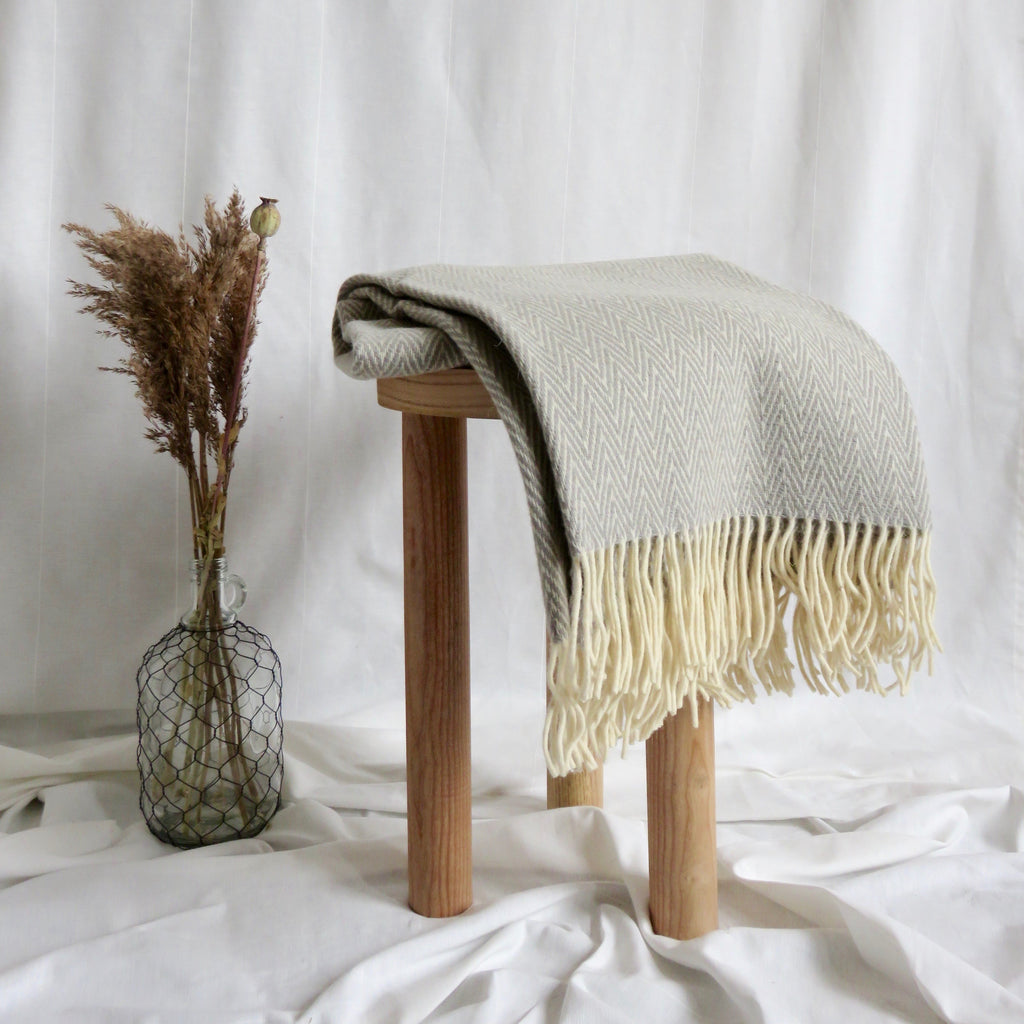 Thorn Blanket | Light Grey