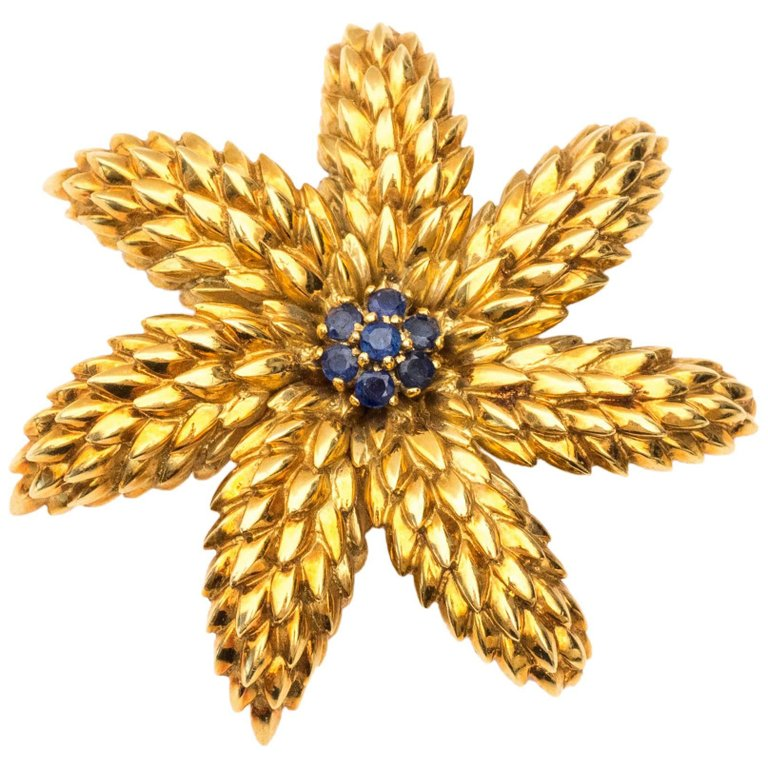 db7e488f9f63b 1950s Tiffany & Co. Schlumberger 18K Gold & Sapphire Starfish Flower Brooch