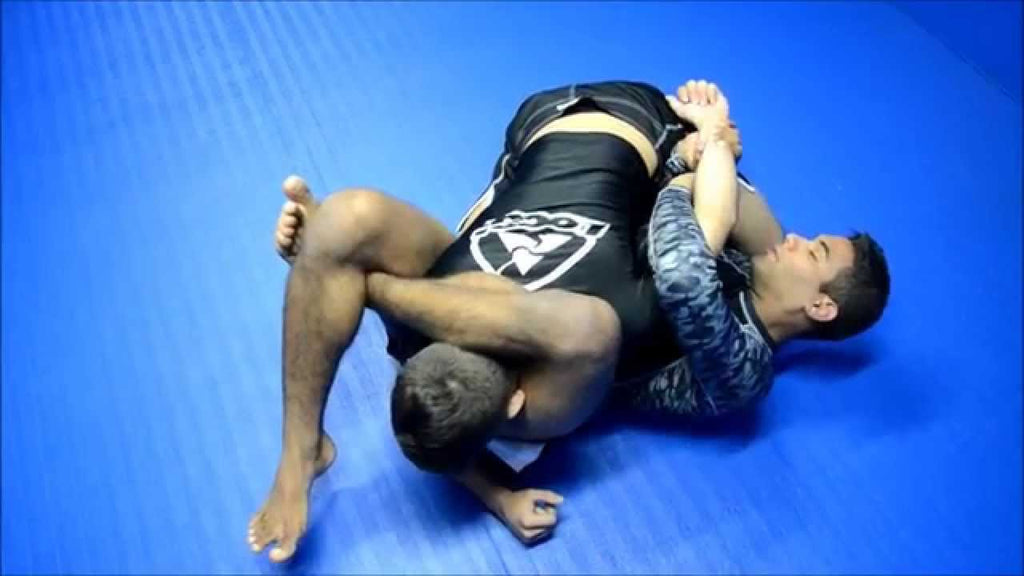 Reverse Triangle When the Knee Bar is Defended