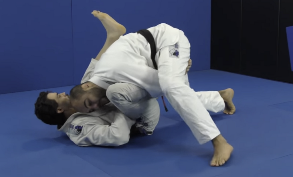 How To Pass The Spider Lasso Guard With Over Under Grip By Bernardo Faria