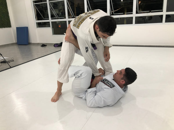 Chiozzi demonstrates multiple X Guard Variations