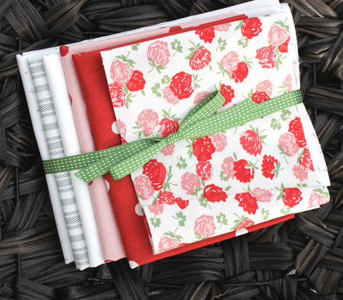 Lattice Tablerunner Quilt Kit ~ Red and Pink