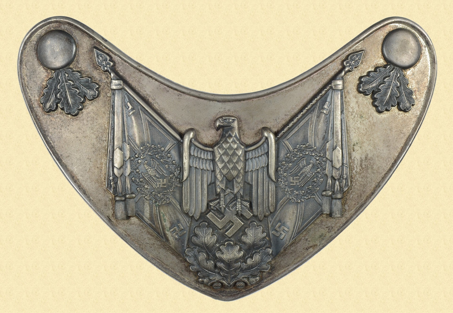 GERMAN WW2 FLAG BEARERS GORGET