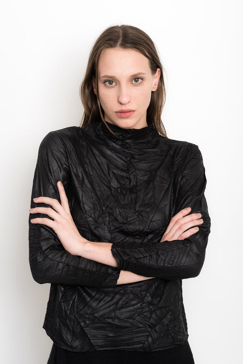 Glossy and Wrinkled Turtleneck Top | Caldas
