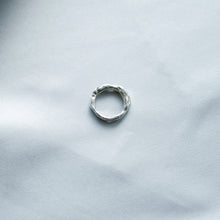 Load image into Gallery viewer, Sapphires Sculptured Ring