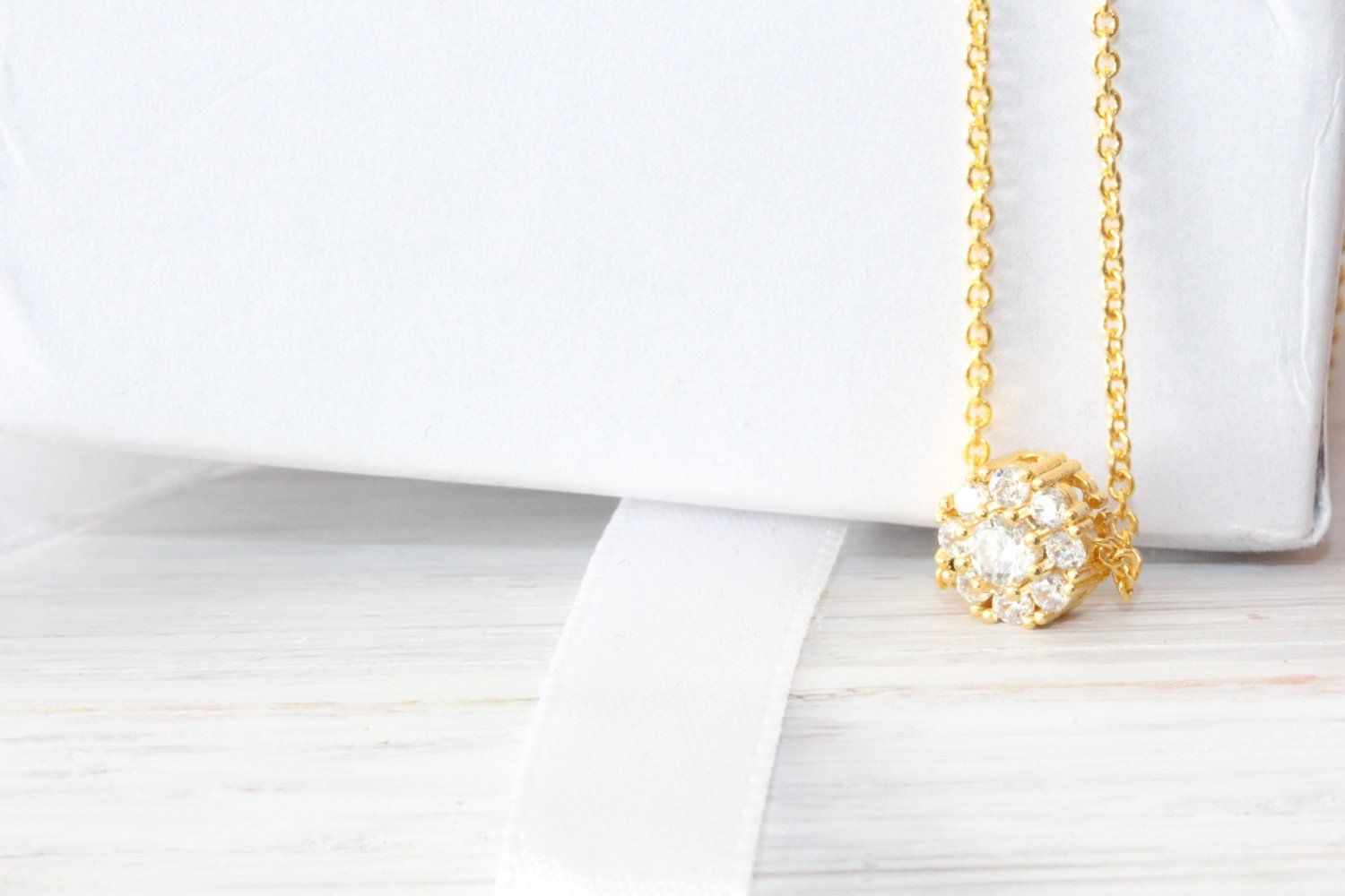 Solitaire Diamond Gold Halo Necklace - product_type] - Beautiz