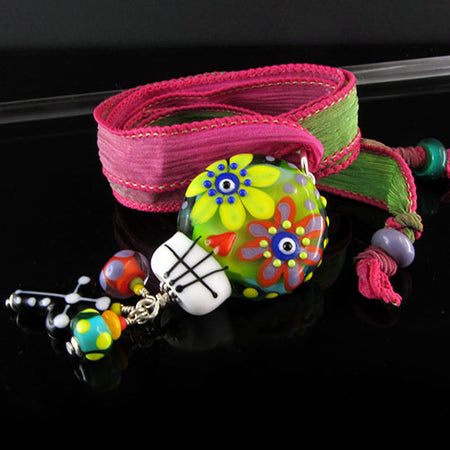 MADE to Order - Funky roller skate Chicken on the run - Lampwork Necklace - handcrafted Glassbeads
