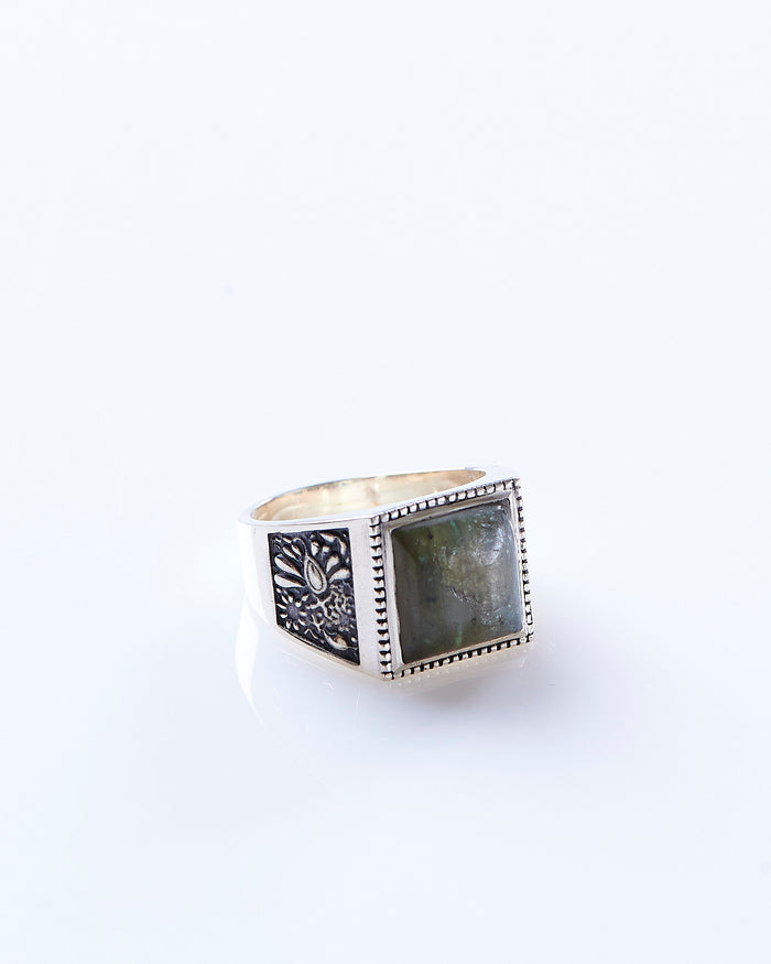 Maple Buick Ring Silver 925 / Labrodite