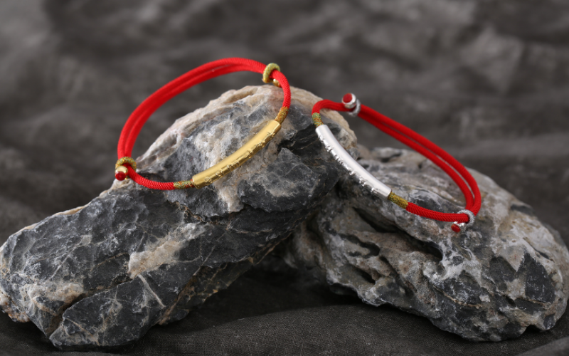 red string bracelet what you need to know