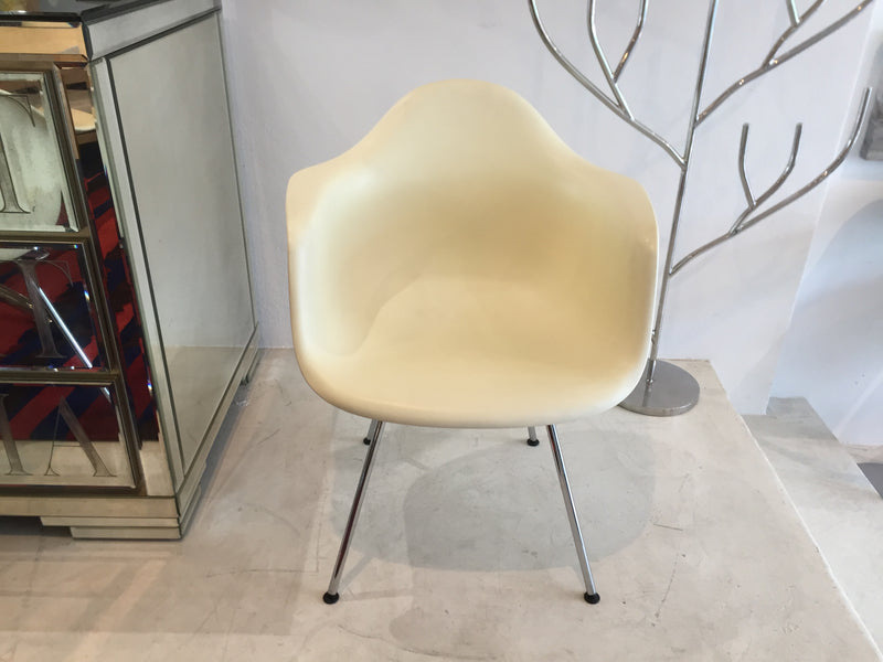 Vitra 'Dax' Shell Chairs by Charles Eames