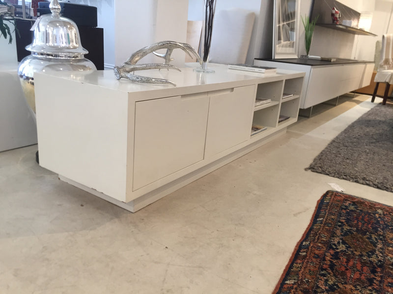 Apartmento 'Igloo' 2 Door Low Cabinet