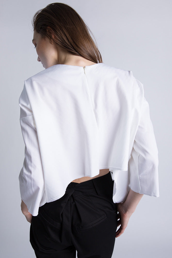 Back of Casa Como white poplin blouse with half sleeves and curved hem.
