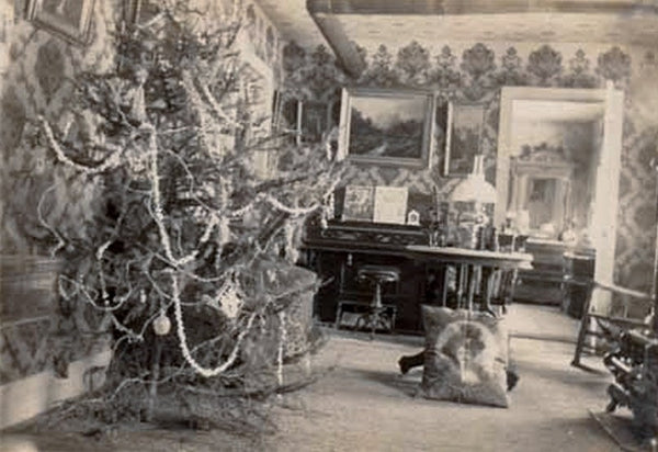 Christmas Parlor with Wallpaper