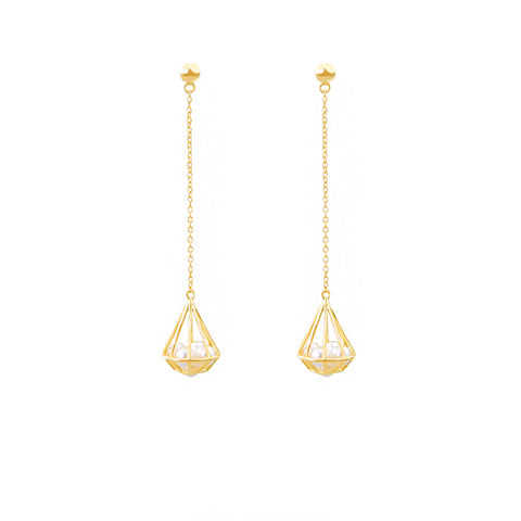 Diamond-shaped pearls long earring