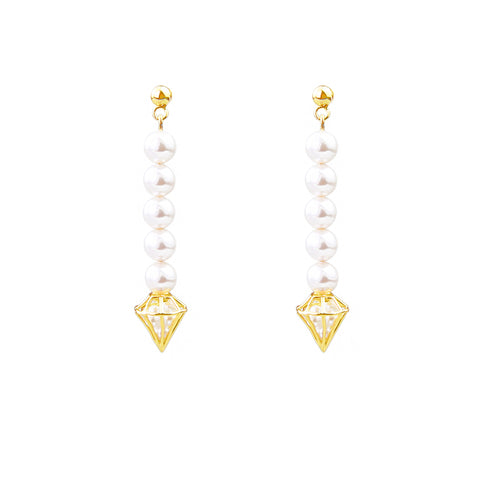 Diamond-shaped pearls earring