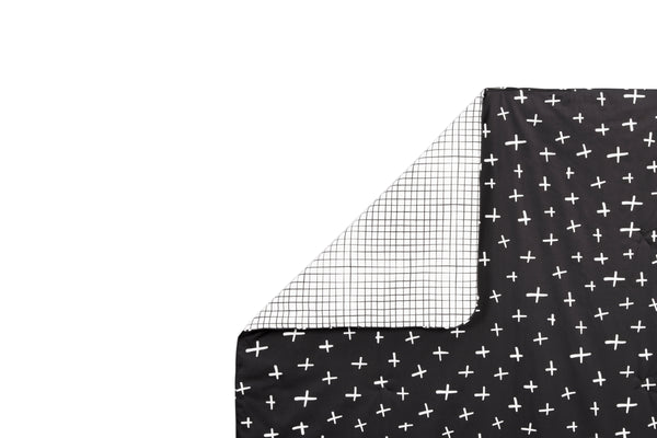 T11562,Tuxedo 2-in-1 Play and Toddler Blanket in Swiss Cross and Grid Print
