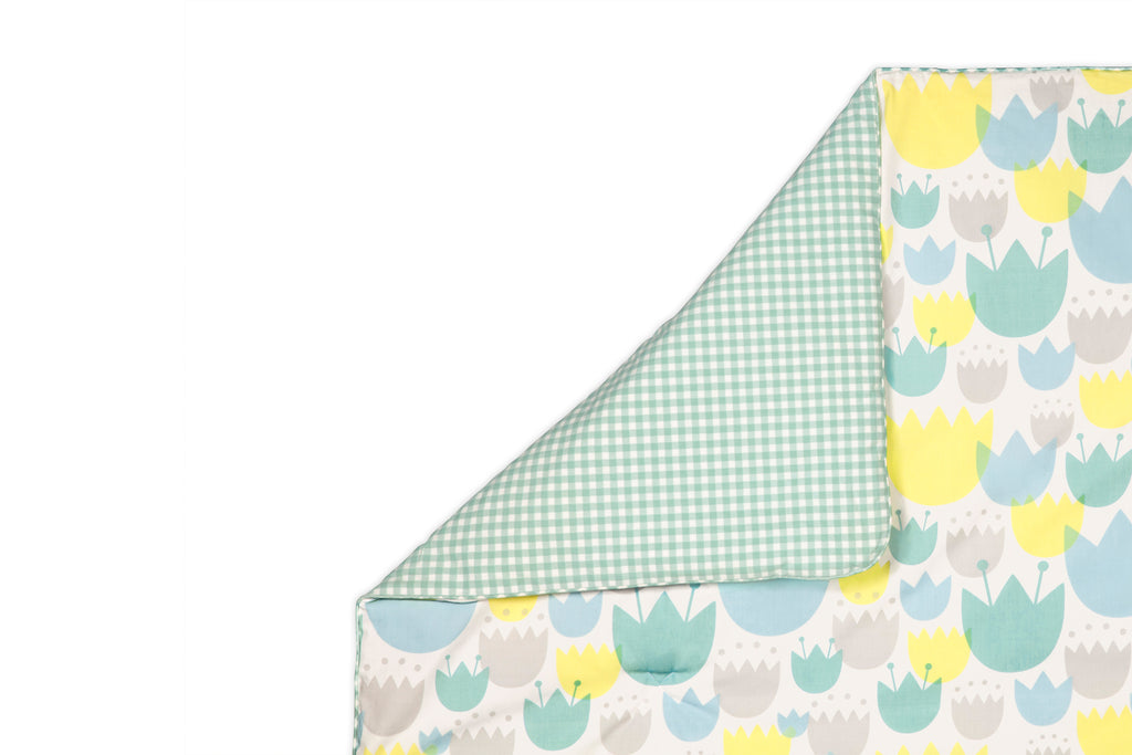 T11230,Tulip Garden 5-Piece Set Sheet  Skirt  Play Blanket  Pad Cover & Wall Decal