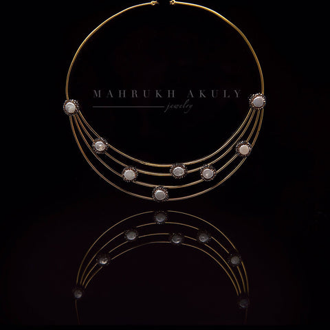 Baroque pearl collar