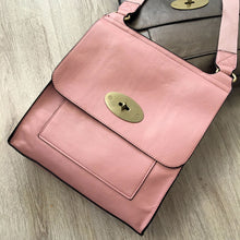 A-SHU BLUSH PINK FAUX LEATHER TURN-LOCK MULTI POCKET CROSS BODY SHOULDER BAG - A-SHU.CO.UK