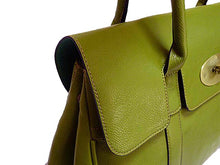 A-SHU GREEN LEATHER EFFECT CLASSIC HANDBAG WITH TWIST-LOCK CLOSURE - A-SHU.CO.UK