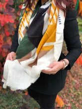A-SHU LARGE GREEN THICK WOOL MIX SQUARE SHAWL - A-SHU.CO.UK
