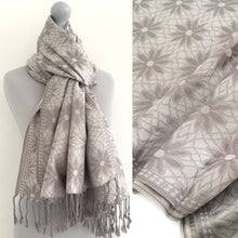 LARGE SILVER FLORAL DAISY PRINT GEOMETRIC REVERSIBLE PASHMINA SHAWL SCARF