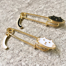 A-SHU GOLD METAL 3-D WHITE CAT BROOCH SAFETY PIN / LAPEL PIN - A-SHU.CO.UK
