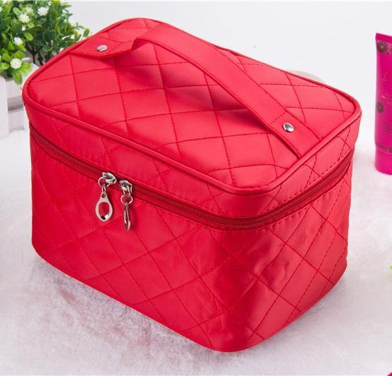 LARGE RED QUILTED DESIGN MAKE UP COSMETICS BAG / TRAVEL TOILETRY BAG