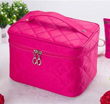 A-SHU LARGE RED QUILTED DESIGN MAKE UP COSMETICS BAG / TRAVEL TOILETRY BAG - A-SHU.CO.UK
