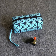 WHITE GEOMETRIC FOLDING COSMETIC MAKE-UP BAG