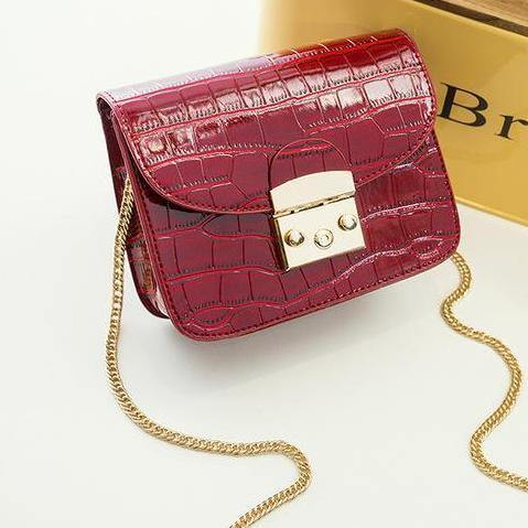 SMALL DEEP RED CROCODILE EFFECT CROSS-BODY HANDBAG WITH CHAIN LINKED STRAP