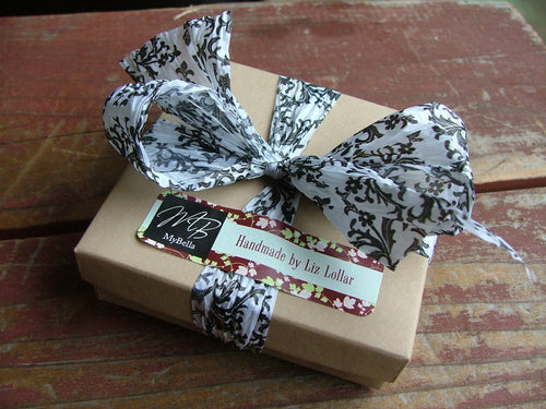 MyBella Custom Gift Box Package With Paper Printed Damask Ribbon