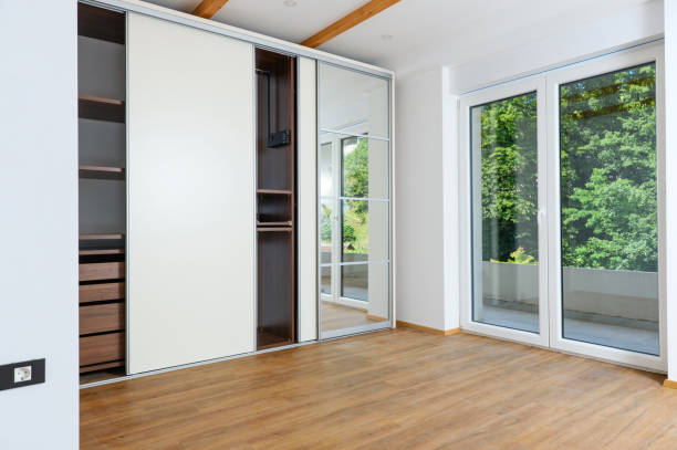 Mirrored, Vinyl or Raw Gyprock - Choosing the right sliding wardrobe door