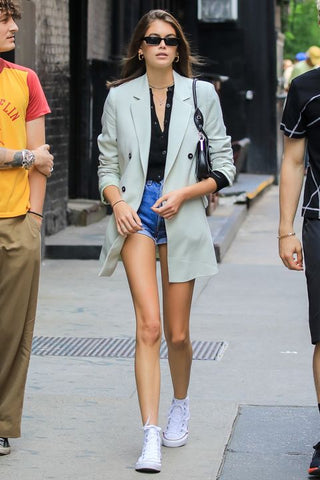 kaia-gerber-converse-chuck-taylor-oversized-blazer-hot-pants-denim-shorts
