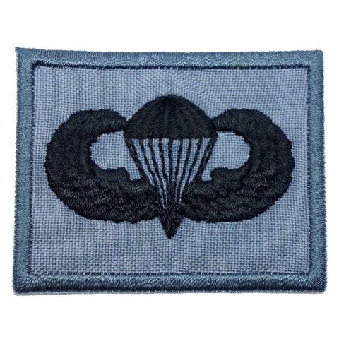 US PARACHUTIST BADGE - GREY